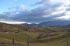 Villaggio alla campagna nei Carpathians orientali Fotografie Stock