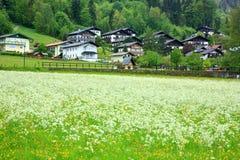 Villaggio in alpi Fotografia Stock Libera da Diritti