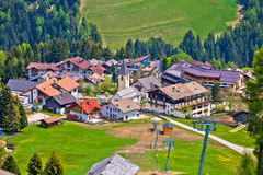 Villaggio alpino di Antermoia in Val Badia Fotografia Stock