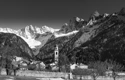 Villaggio alpino di Soglio sotto Fotografie Stock Libere da Diritti