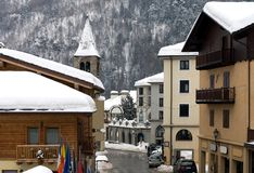 Villaggio alpino, Italia immagini stock