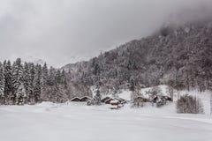 Villaggio alpino nell'inverno Fotografia Stock Libera da Diritti