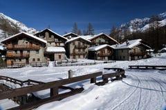 Villaggio alpino nell'inverno, valle di remi, Aosta, Italia di Pellaud Immagini Stock Libere da Diritti