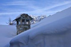 Villaggio alpino nell'inverno, valle di remi, Aosta, Italia di Pellaud Fotografia Stock Libera da Diritti