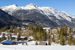 Villaggio alpino nella neve Immagine Stock Libera da Diritti