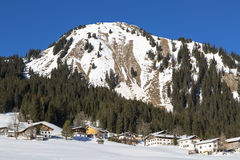 Villaggio alpino nella neve Fotografia Stock Libera da Diritti