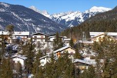 Villaggio alpino nella neve Fotografia Stock