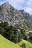 Villaggio alpino nella valle, Gramais, austriaco Immagine Stock