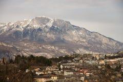 Villaggio alpino Povo Trento della città alla luce di inverno rurale Fotografia Stock Libera da Diritti