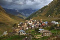 Villaggio alpino in Svaneti, Georgia Immagini Stock Libere da Diritti