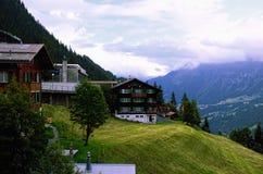 Villaggio alpino svizzero della località di soggiorno di montagna di Muerren nella regione di Jungfrau Fotografie Stock Libere da Diritti