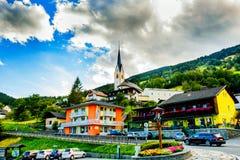 Villaggio alpino turistico stupefacente Vista di estate l'austria Immagine Stock Libera da Diritti