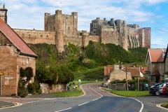 Villaggio & castello di Bamburgh Fotografie Stock Libere da Diritti