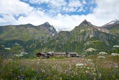 Villaggio antico nelle alpi Fotografie Stock