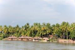 Villaggio asiatico del fiume Fotografie Stock Libere da Diritti