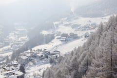 Villaggio austriaco nelle alpi Fotografia Stock Libera da Diritti