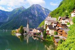 Villaggio austriaco nelle alpi Fotografia Stock