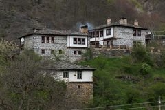 Villaggio autentico del Kosovo con le case del XIX secolo, Bulgaria fotografie stock libere da diritti