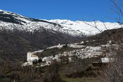 Villaggio bianco in montagne, Bubion, Spagna. Fotografia Stock