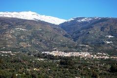 Villaggio bianco in montagne, Orgiva, Spagna. Fotografia Stock Libera da Diritti
