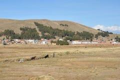Villaggio boliviano sulle rive del Titicaca Immagine Stock