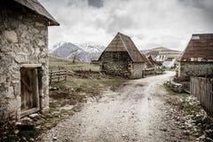 Villaggio bosniaco nelle montagne Fotografia Stock Libera da Diritti