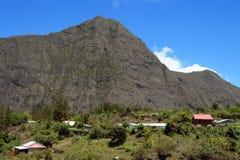 Villaggio, caldera di Mafate Fotografia Stock