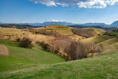 Villaggio carpatico nella montagna della Transilvania, Romania Fotografie Stock Libere da Diritti