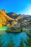 Villaggio, chiesa e lago medievali di Isola Santa Garfagnana, Tusca Fotografie Stock