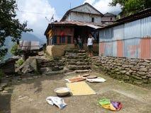 Villaggio Chipla superiore nel Nepal Immagini Stock