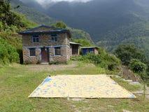 Villaggio Chipla superiore nel Nepal Immagine Stock