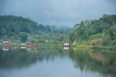 Villaggio cinese del rifugiato al divieto Rak tailandese, Mae Hong Son fotografia stock libera da diritti