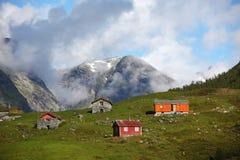Villaggio con le case di legno nelle alte montagne Fotografia Stock Libera da Diritti