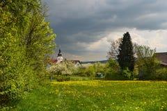 Villaggio del Bavarian della primavera Immagini Stock
