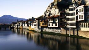 Villaggio del fianco di una montagna Fotografie Stock Libere da Diritti