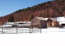 Villaggio del fianco di una montagna Fotografia Stock
