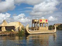 Villaggio del galleggiante di Titicaca Fotografia Stock