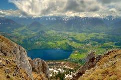 Villaggio del lago e di Altaussee Altausseer in montagne austriache Fotografia Stock
