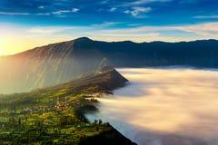 Villaggio del lawang di Cemoro alla mattina nel parco nazionale di semeru del tengger di Bromo, East Java, Indonesia Fotografia Stock Libera da Diritti
