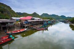 Villaggio del pescatore in Tailandia Fotografia Stock Libera da Diritti