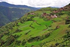 villaggio del tibetano delle montagne fotografia stock libera da diritti