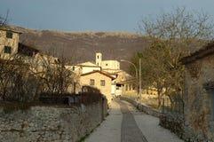 Villaggio dell'Abruzzo in un tramonto di inverno Immagine Stock Libera da Diritti