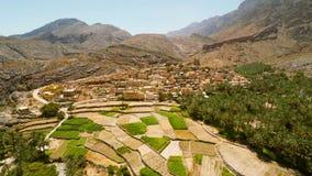 Villaggio dell'Oman nelle montagne stock footage