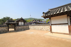 Villaggio della Corea del Sud nelle gente di Seoul Immagine Stock