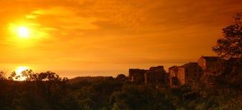 Villaggio della Corsica sul Mar Mediterraneo. Fotografie Stock Libere da Diritti