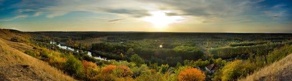 Villaggio della foresta di sera (panorama) Fotografie Stock Libere da Diritti