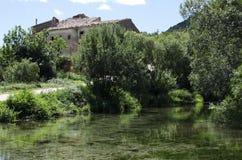 Villaggio della riva del fiume Fotografia Stock Libera da Diritti