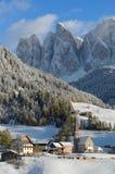 Villaggio delle dolomia nell'inverno Fotografia Stock Libera da Diritti