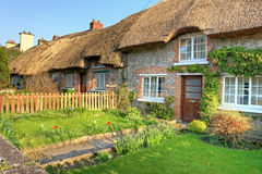 Villaggio di Adare, casa tradizionale irlandese del cottage. Fotografia Stock Libera da Diritti