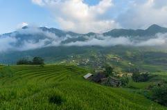 Villaggio di alta montagna con il paesaggio dei terrazzi del riso Immagine Stock